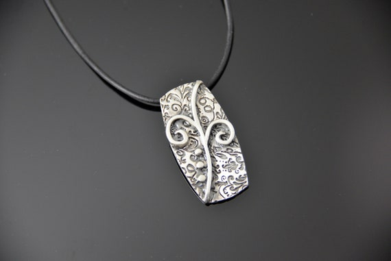Necklace Swirls, Handcrafted with fine silver
