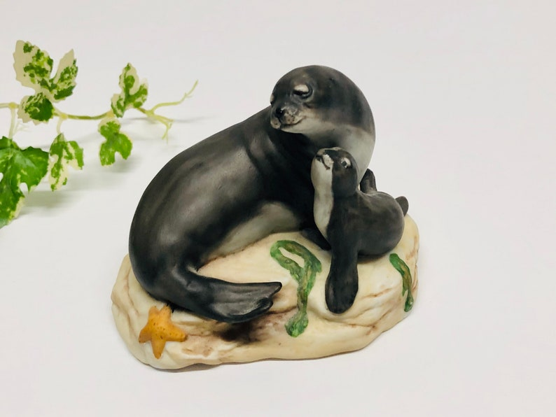 Vintage Franklin Mint Hawaiian Monk Seal Porcelain Figurine Endangered Mother and Baby Animal 1989