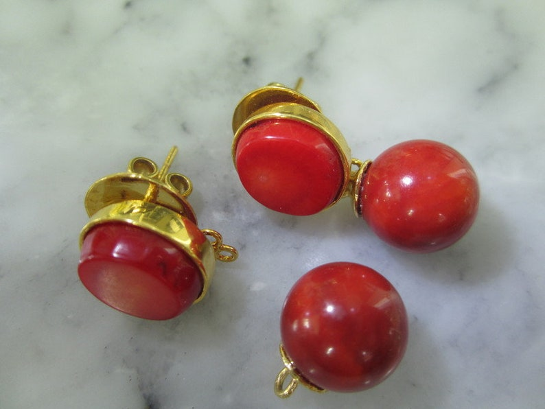 Beaded stud earrings gold coral red ball briolet
