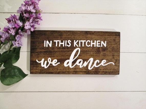 Dans Cette Cuisine On Danse Panneau De Bois Décor De | Etsy