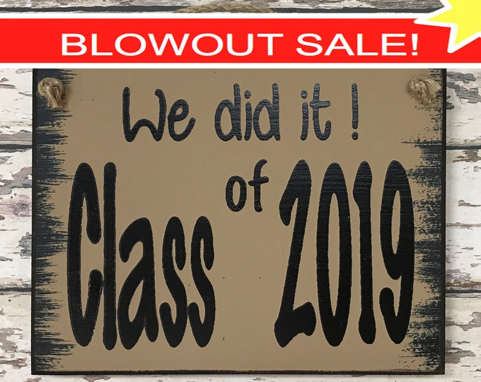 SENIOR PICTURES Prop Sign, We did it! CLASS of 2019 Graduation Photo, Grad Party Graduate Gift, White Blue Gray Brown Wood 6X8 *Typed*