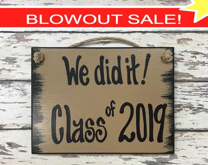 SENIOR PICTURES Prop Sign, We did it! CLASS of 2019 Graduation Photo, Grad Party, Graduate Gift, Friend, Congrats 6X8 *Handwritten*
