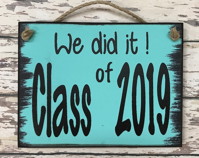 SENIOR PICTURES Prop Sign, We did it! CLASS of 2019, 2020 Graduation Photo, Grad Party Graduate Gift, White Blue Gray Brown Wood 6X8 *Typed*