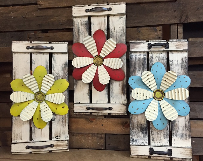 Wall art SHUTTER Metal FLOWER Rustic Country Distressed Unique Home Decor Red Blue Yellow Tray Sign Picture White Barn Wood Tin Daisy Summer
