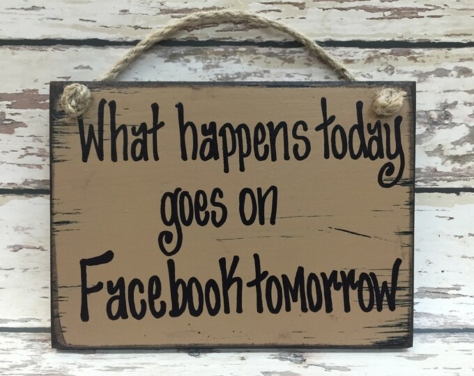 HUMOR SIGN Wood What happens on Facebook Humorous Funny Mother's Day Mom Dad Friend Sister Mother Grandma Woman Daughter Social Media 6x8