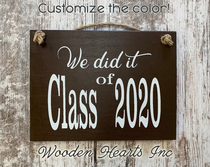 2020 Photo Prop Sign for Senior Pictures, We did it! CLASS year Graduation, Grad Party Decor, Graduate Gift, White Gray Brown Black Wood 6X8