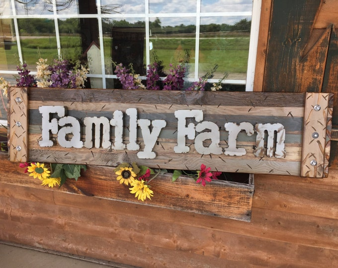 Wall Sign FAMILY FARM Quote Saying Farmhouse Farmer Home Decor Rustic BROWN Reclaimed Distressed Industrial Metal Large Horizontal Pallet