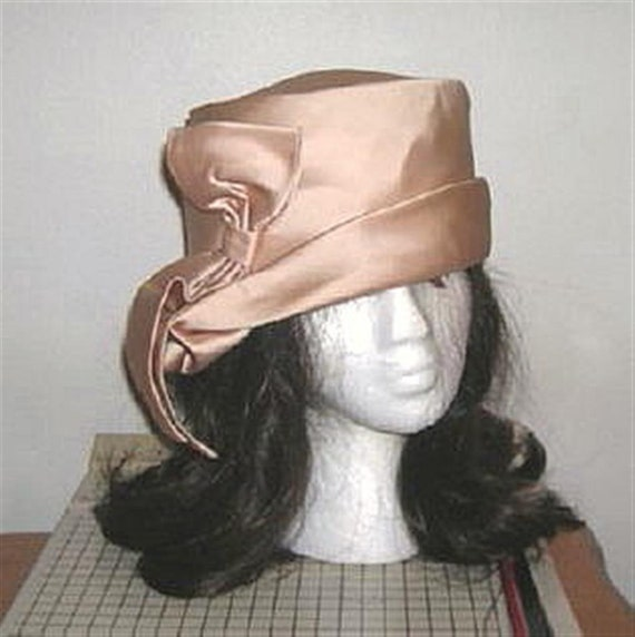 Gorgeous Vintage 30s 40s Satin Bow Hat Asymmetrica