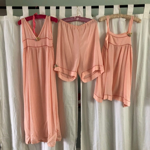 Molly Brown Museum 20s Deco Vintage Peach Silk Hem