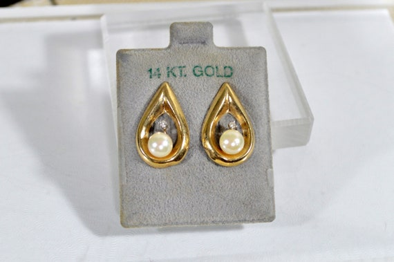 14K Gold Teardrop Earrings with Pearl and Diamond