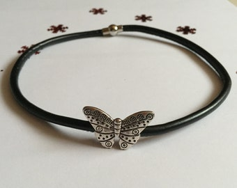 Choker (round neck) in faux leather with butterfly ref 786