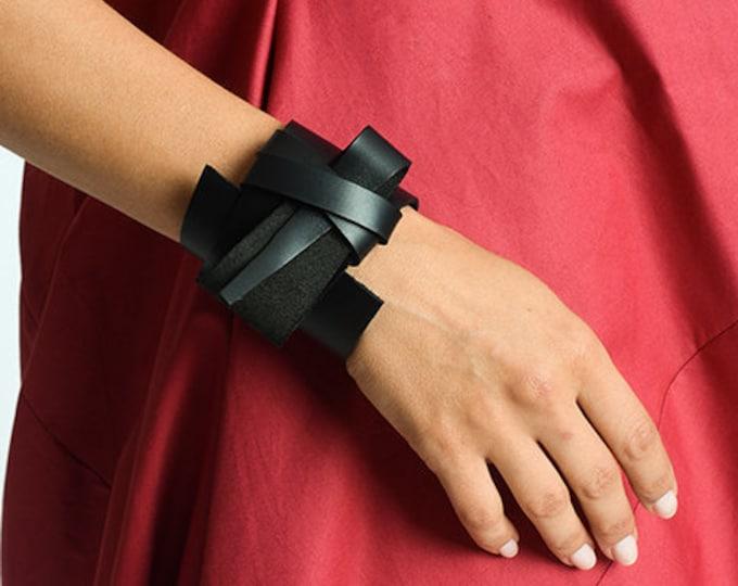 Black Genuine Leather Bracelet/Extravagant Black Bracelet/Unisex Asymmetric Leather Accessory/Snap Closure Bracelet/Black Wristband