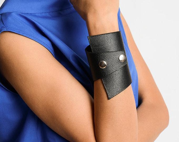 Black Genuine Leather Studded Bracelet/Extravagant Leather Cuff/Large Black Wristband/Handmade Unisex Bracelet/Black Leather Accessory