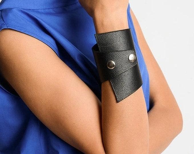 SALE Black Genuine Leather Studded Bracelet/Extravagant Leather Cuff/Large Black Wristband/Handmade Unisex Bracelet/Black Leather Accessory