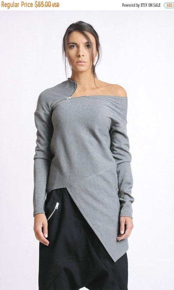20% OFF Grey Asymmetric Top/Extravagant Casual Tunic/Long Sleeve Blouse/Open Shoulder Top/Loose Top/Modern Zipper Top/Naked Shoulder Tunic M