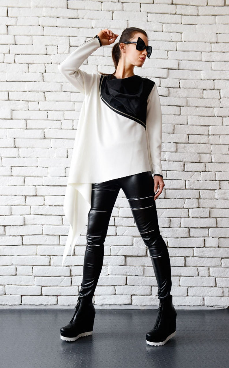 White Loose Top/Extravagant Black And White Tunic/Zipper image 0