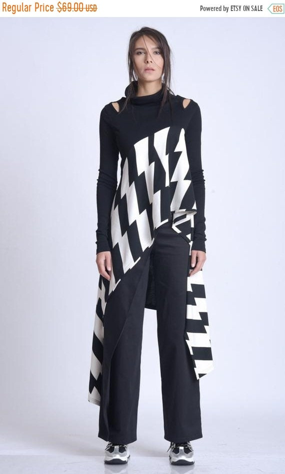 10% OFF NEW Long Sleeve Black and White Top/Asymmetric Monochrome Tunic/Long Extravagant Tunic/Abstract Pattern Casual Blouse/Accent Shoulde
