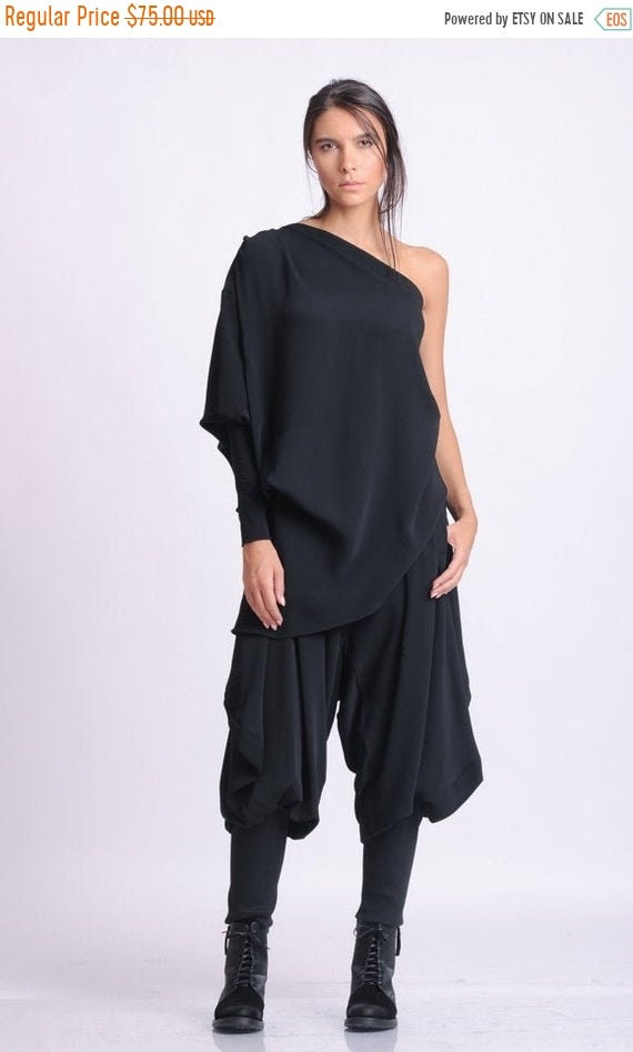 20% OFF NEW Extravagant Loose Top/One Sleeve Black Blouse/Asymmetric Casual Tunic/Shirt with One Sleeve/Sexy Black Top/Naked Shoulder Top ME