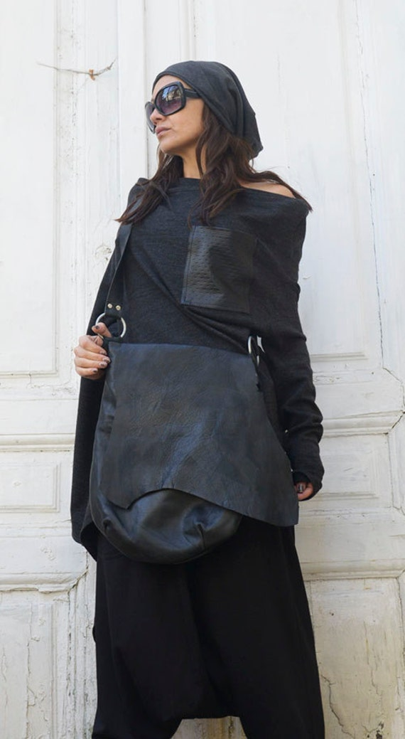 Cross Body Black Leather Bag/Extravagant Leather Tote/Black and Red Genuine Leather Clutch/Goth Culture Handbag/Extravagant Leather Purse