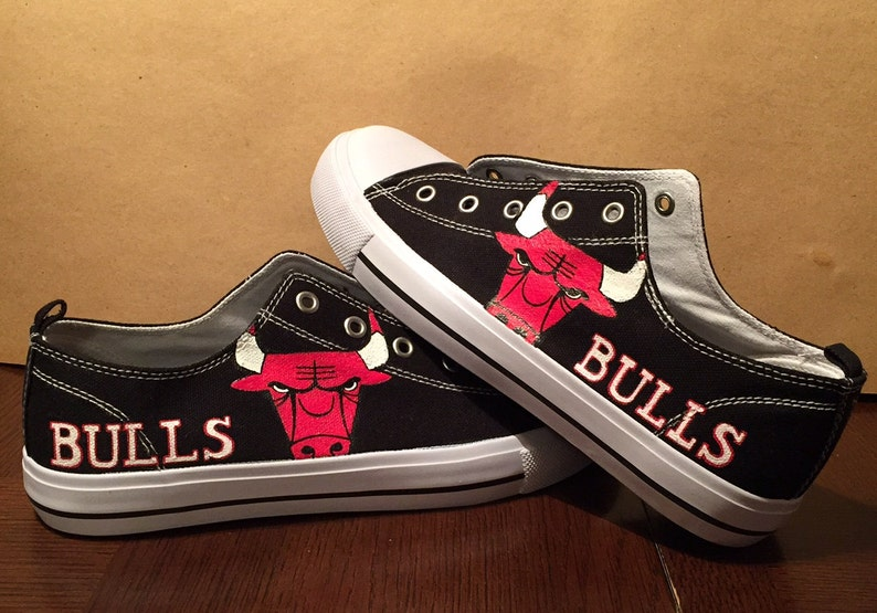 21b55077533 Chicago Bulls Low-Top Converse