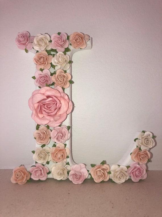 Personnalisé Floral Roses Nom en bois suspendu cerceau Nursery Decor Filles Cadeau