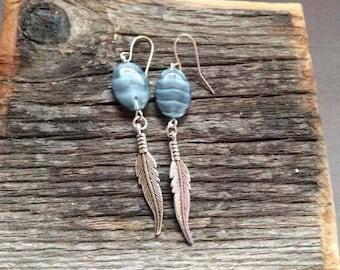 Beaded dangle earrings - Native American - feather