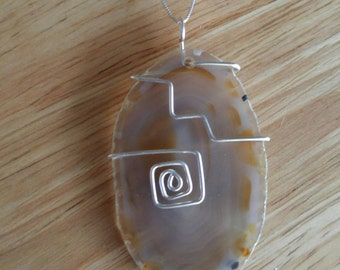 "Sliced Agate pendant with 18"" chain"