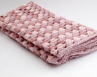 Crochet Baby blanket // Granny Square // light Pink // Baby Girl