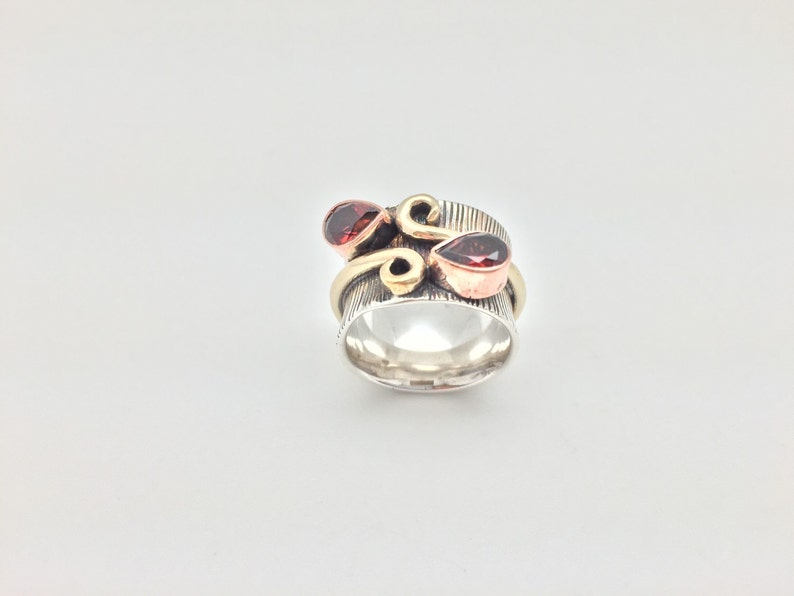 Multi-tone Garnet Ring  925 Sterling Silver  Ridged Teardrop Swirl Design  Oxidized Finish  Size 6