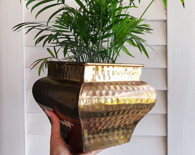 Vintage Hammered Brass Planter / Unique MCM Retro Brass Plant Holder / Farmhouse Boho Home and Patio Decor / Gift for Her