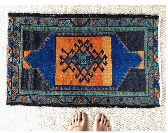 Hand Knotted Vintage Turkish Rug / Boho Farmhouse Wool Rug / 3ft by 1.5ft Kitchen, Bathroom, Entryway Rug