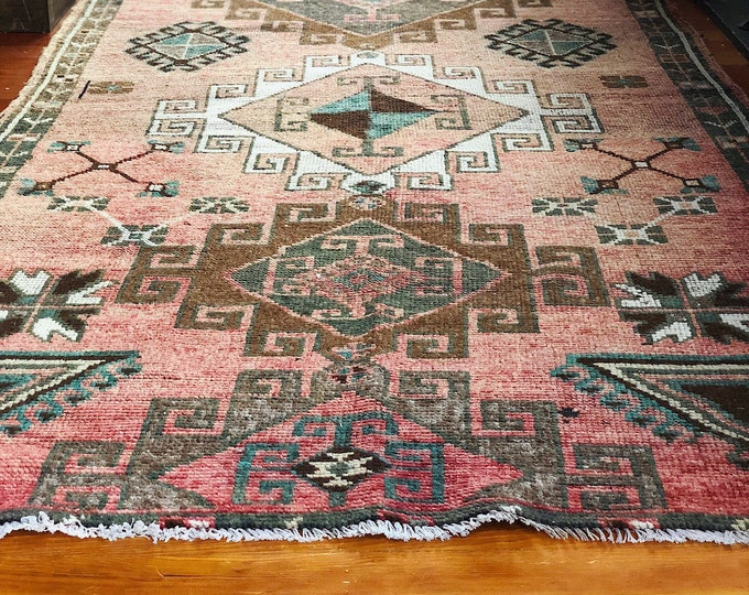 Stunning Hand Knotted Wool Rug / Vintage Turkish Area Rug / Farmhouse Boho Home Wedding and Nursery Decor / Pink Rug