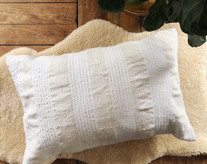 Rustic Farmhouse Pillow / Turkish Kilim Pillow Cover / 16inX24in Boho Farmhouse Home Decor