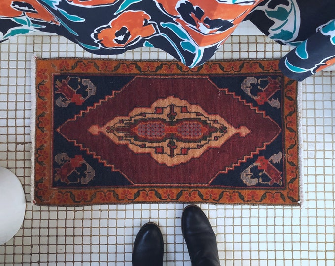 Hand Knotted Vintage Turkish Rug / 3ft X 2ft / Boho Farmhouse Kitchen, Bathroom and Entryway Rug