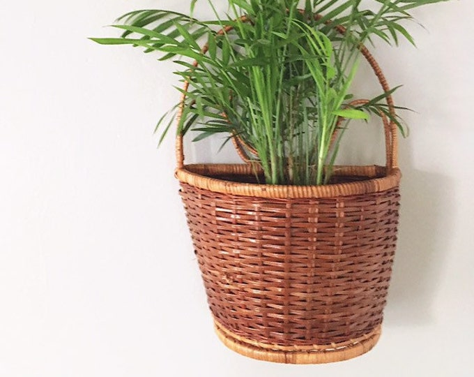 Vintage Wicker Hanging Pocket Basket / Perfect Wall Storage Basket Catch All Plant Holder / Farmhouse or Boho Home and Nursery Decor