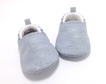 Gray Baby Shoes, Gender Neutral Baby Gift, Baby Booties, Toddler slippers, Grey Baby Shoes, Baby Shower Gift, soft sole baby shoes