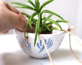 Small Ceramic Hanging Planter - 'Sapling'