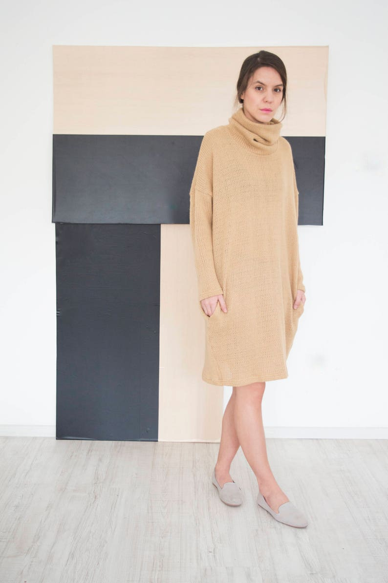 3df7c8c93c148 Pull beige robe col roulé robe à manches longues robe