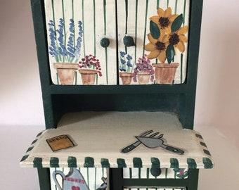 Lovely little vintage painted dresser