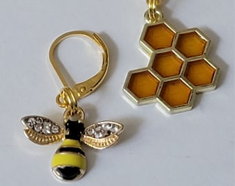 Bumblebee & Honeycomb Gold Progress Keeper Set of 2, Knitting Stitch Markers, Progress Markers with 6mm lever back SM26