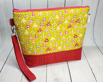 Toadstools (mushrooms) Knitting Crochet Project Bag, Small Zipper Yarn Bag, Zippered project tote, yarn caddy, knit bag tote WS105
