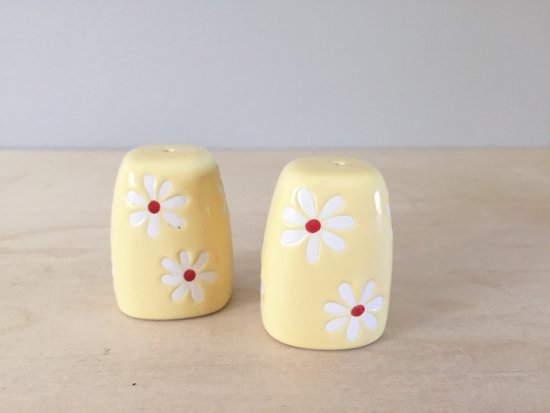 Vintage Retro Yellow White Red Flower Salt Pepper Shakers