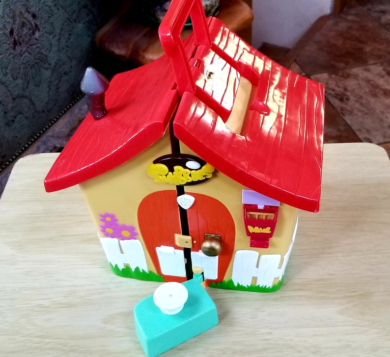 Vintage Snubbies Play Dog House