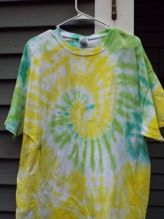 a825388ca0c XL Tie Dye Shirt Plus Size Tie Dye T-shirt in Green and