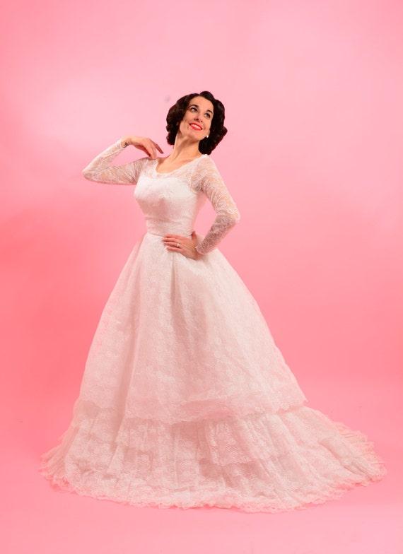 1950's lace wedding dress • 1960's wedding • Vinta