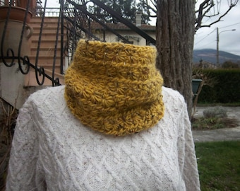 Choker made of natural wool (yellow)