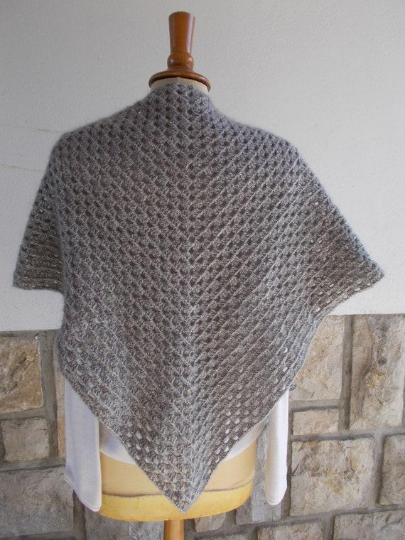 Chale Au Crochet Gris