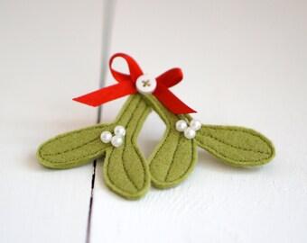 Handmade Felt Mistletoe Brooch - Mistletoe Brooch - Mistletoe Pin - Mistletoe - Lapel Pin - Handmade Brooch - Christmas Gift - Christmas Pin