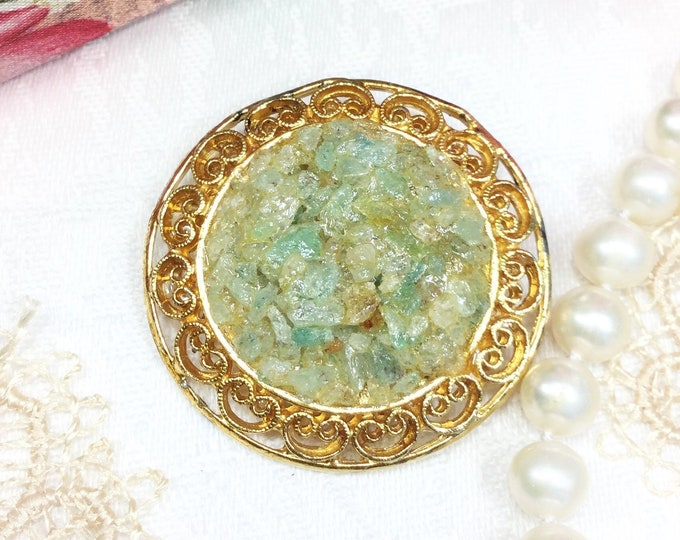Beautiful Vintage Green Stone Circle Brooch, Green Stone Pin, Cameo Jewelry, Victorian Jewelry, Victorian Accessory #B448