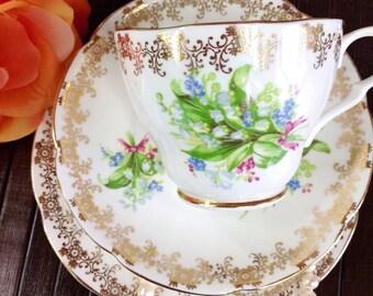 Vintage 1930s Collingwoods Floral Gold Filigree Fine Bone China Vintage English Teacup & Saucer Tea Party Wedding Shower #717
